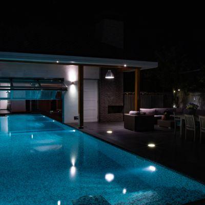 buitenzwembad avond